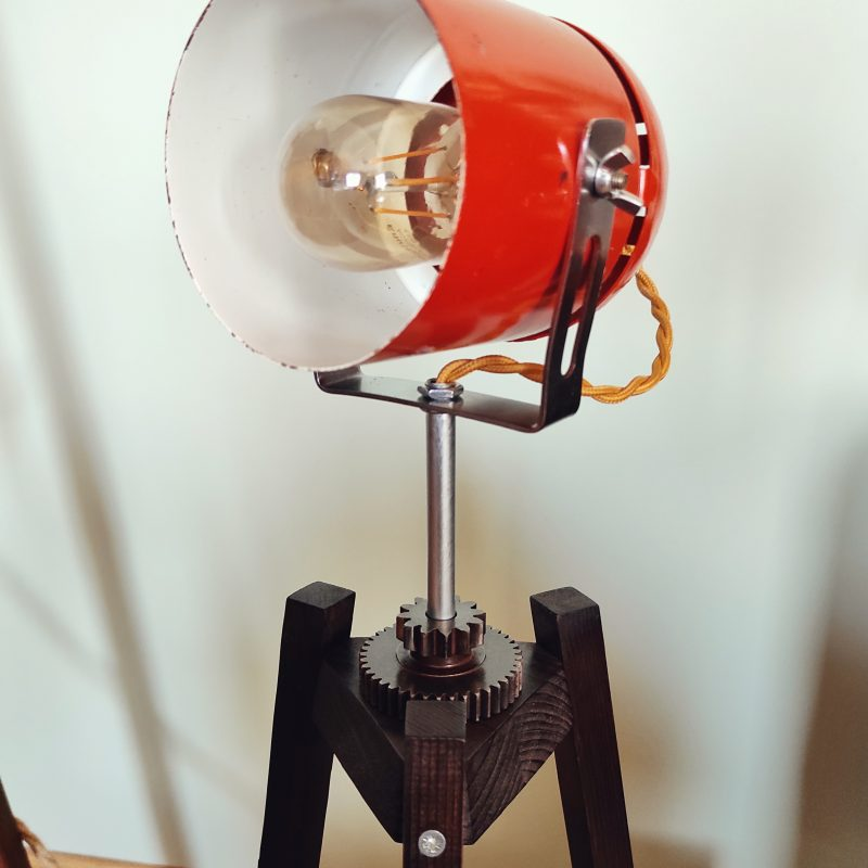 Lampada treppiede legno – antica – lampade design parma | T036